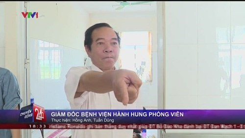 Pham Van Phan, the director of Luong Tai District General Hospital in Bac Ninh Province, was filmed cursing at reporters on October 14, 2014. Photo credit: VTV