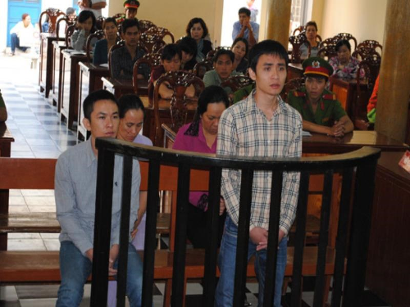 Le Trong Thanh stands trial for forging documents to escape his jail term in Long An Province on December 11, 2014. Photo: Thanh Dung