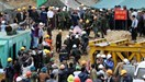 Rescuers at the site of a tunnel, which collapsed and trapped 12 workers inside, in Lam Dong Province on December 16, 2014. Photo: Doc Lap