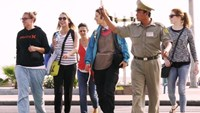 Crossing streets gets easier for tourists in Nha Trang