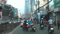 Disturbing video shows brazen street necklace theft in HCMC