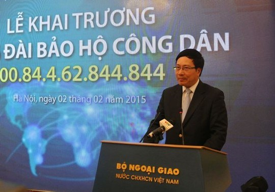 Deputy Prime Minister and Foreign Minister Pham Binh Minh speaks at the launching ceremony of the new helpline. Photo credit: Nguoi Lao Dong