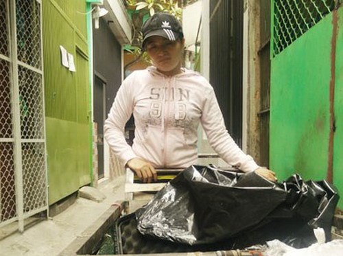 Huynh Thi Anh Hong, a scrap vendor who accidentally found US$42,073 in Japanese yen in her scrap last year. Photo: Cong Nguyen