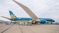 Vietnam Airlines' new Boeing flies like a bird at Paris Air Show