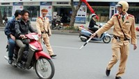 2 Vietnamese arrested for hitting policemen with crash helmets