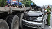 3 dead, 5 seriously injured as car crashes into truck in central Vietnam