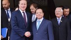 British PM Cameron visits Ho Chi Minh City's pagoda, stock exchange