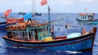 Vietnam rescued fishing boat attacked by Malaysians off Paracel Islands