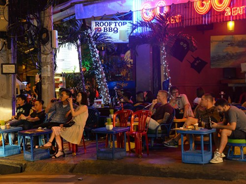 No fun after dark: Vietnam's boring nightlife puts tourists to bed too early