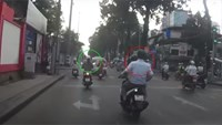 Video shows moment woman has necklace snatched on Saigon street