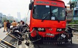 8 injured as bus crashes into motorbikes on HCMC overpass