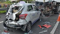 2 dead, 7 injured in double crash on Vietnam highway