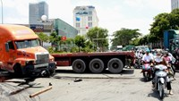Police arrest driver who crashes truck into vehicles at HCMC intersection