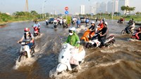 Cars and motorcycles drive on a road getting flooded due to high tide water and rain in Ho Chi Minh City in October last year. Experts have warned that the southern part of Vietnam is among areas in the world affected by the rising sea levels. Photo: AFP