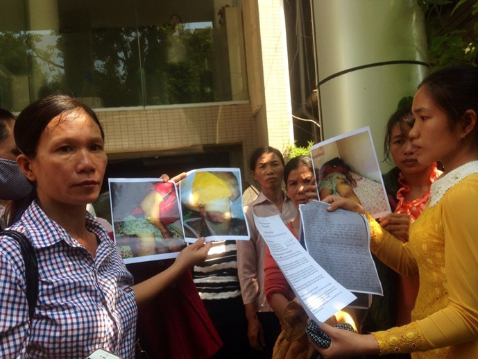 The families of Vietnamese workers allegedly ill-treated in Algeria gather outside the Department of Overseas Labour Management in Hanoi on October 15, 2015. Photo: Thu Hang