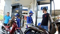 Gasoline prices drop slightly in Vietnam