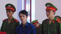 Tran Van Diem (C) in the trial in Ba Ria-Vung Tau province on December 17, 2015. Photo: Nguyen Long
