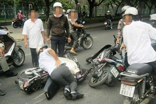 A collision staged by robbers in Ho Chi Minh City. Photo: Nguyen Bao