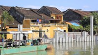 The construction of an embankment along the Hoai River in Hoi An is underway. Photo: Hoang Son