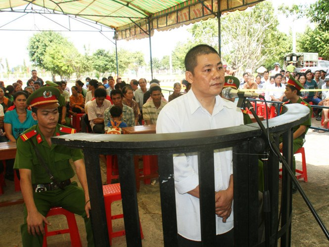 Pham Van Phuong stands trial in Tra Vinh Province on January 6, 2016. Photo: Vu Le