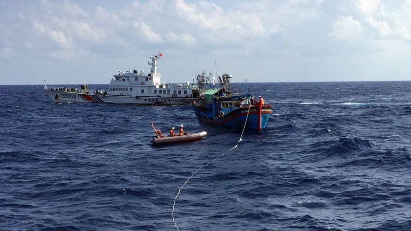 A Chinese Coast Guard vessel that obstructed the rescue work of Vietnamese authorities on Vietnamese waters. Photo credit: Tuoi Tre