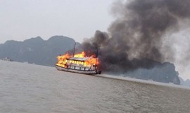 German tourists claim Ha Long Bay boat crew abandoned 19 passengers in fire