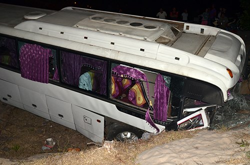 The bus plunges into a roadside ditch on Monday afternoon. Photo: Xuan Thang/VnExpress