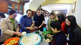 French ambassador cooks banh chung for Tet