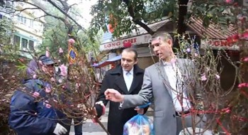 EU ambassadors discover the secrets of Tet holiday in Hanoi