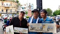 Vietnamese and foreign sketchers show their works in the streets of Ho Chi Minh City. Photo:  Thanh Nam