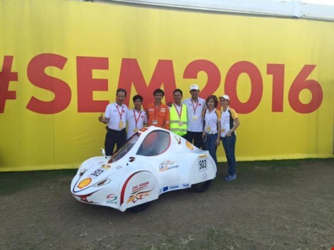 The LH-Gold Energy team of Lac Hong University, Vietnam, at Shell Eco-marathon Asia 201. Photo credit: Kien Thuc