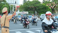 Da Nang police ask traffic violators to write sentences as punishment