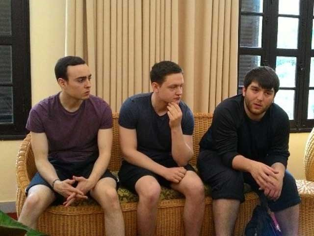 The three British tourists at Hanoi Tourism Department. Photo credit: VietnamNet