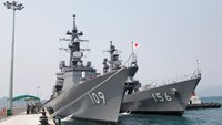 Japanese destroyers make Vietnam port call