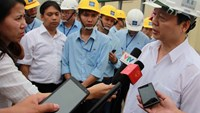 Tran Hong Ha, Minister of Natural Resources and Environment, speaks to the press during his inspection trip to Formosa steel plant in Ha Tinh Province on April 28, 2016. Photo: Tuan Dung
