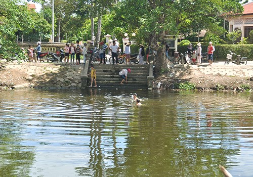 The Pho Loi River in which three children drowned  on Monday. Photo credit: VnExpress