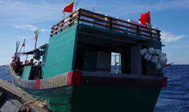 Chinese fishing boat asked to leave Vietnamese waters