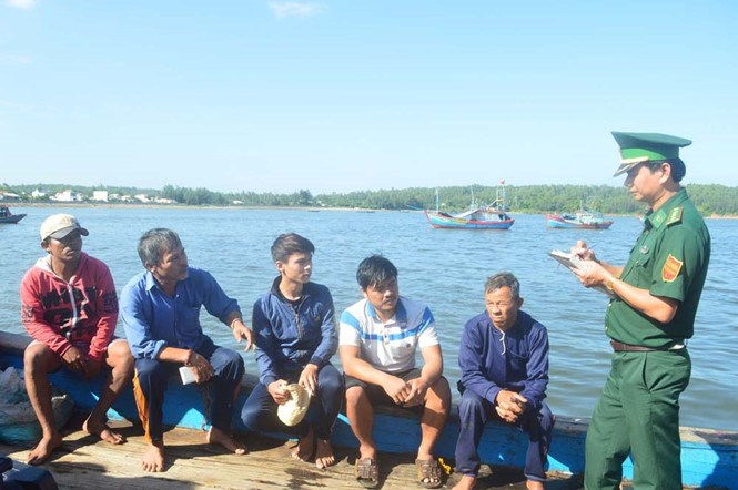 Five crew members onboard the Vietnamese fishing boat that was rammed and sunk by two Chinese coastguard ships off Paracel Islands on July 9, 2016. Photo: Hien Cu/Thanh Nien