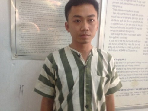 Vietnam cabbie arrested for robbing customer's $11,100