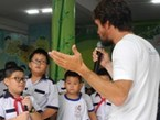 Mekong swimmer meets with Ho Chi Minh city students