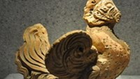 Vietnam museum displays potteries from 4,000 years back