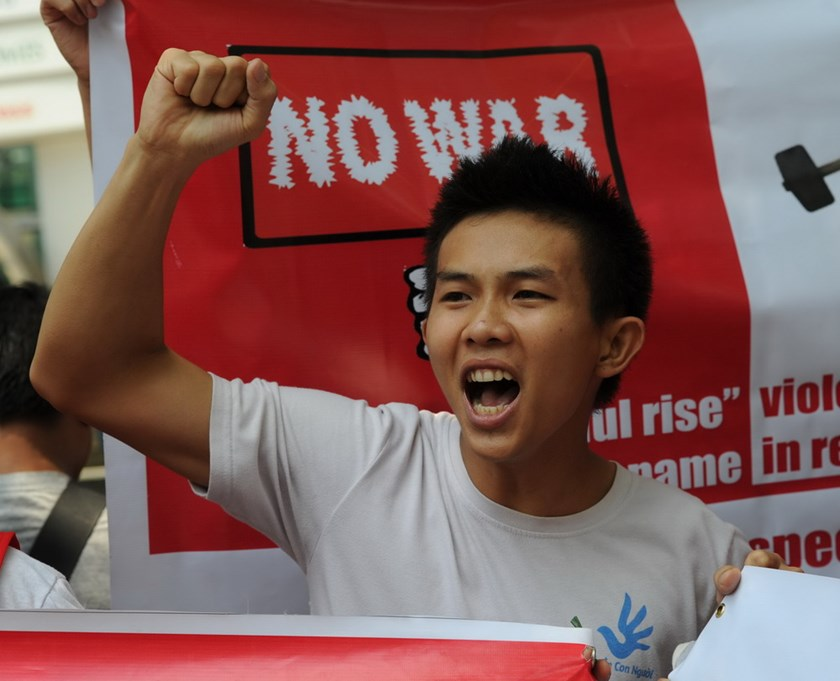 A Vietnamese protester shouts slogans during an anti-China protest in front of the Chinese consulate in Manila May 16, demanding that China removes its oil rig from Vietnamese waters. Photo credit: AFP