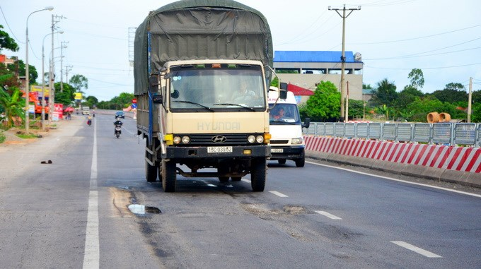 Vietnam contractors, consultants banned for 3 years after highway sinks