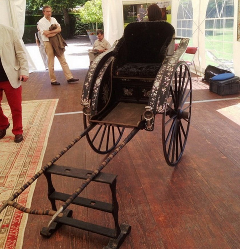 The rickshaw that King Thanh Thai, who ruled in Hue from 1889 to 1907, commissioned for his mother, is exhibited at Rouillac auction in France June 13. Photo credit: Phan Thanh Hai/Hue Relic Preservation Center
