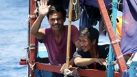 Vietnamese fishermen fight China with smiles, peace flags