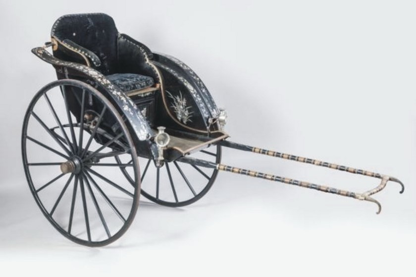 The rickshaw that King Thanh Thai, who ruled in Hue from 1889 to 1907, commissioned for his mother, is exhibited at Rouillac auction in France June 13. Photo credit: Phan Thanh Hai/Hue Monuments Conservation Center