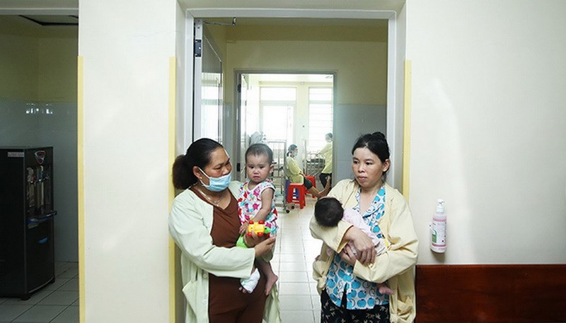 Vietnam's public hospitals rate themselves average in quality