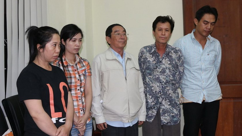 Local intermediaries of a US$70 million gambling syndicate on Phillippines-based website M88.com are arrested in Ho Chi Minh City July 3, 2014. Photo credit: Tuoi Tre