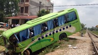 Bus-train crash injures 11 in northern Vietnam