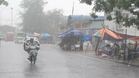 Rains pound northern Vietnam ahead of Typhoon Rammasun landfall